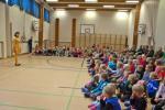 Esiintymiset alkamassa Keskuskoululla Начало концерта в Центральной школе.