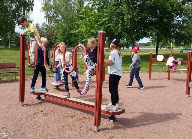 На спортивной площадке в парке Волконского / Liikuntakentällä Volkonskin puistossa