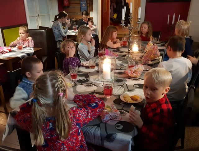 """Маленькое рождество в кафе """"Яспис""""/Pikkujoulu Jaspis-kahvilassa."""